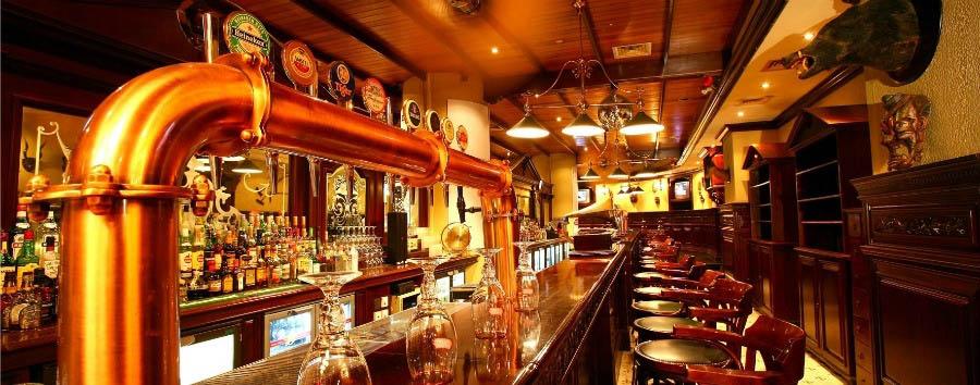Towers Rotana Hotel - 39 Long's Bar
