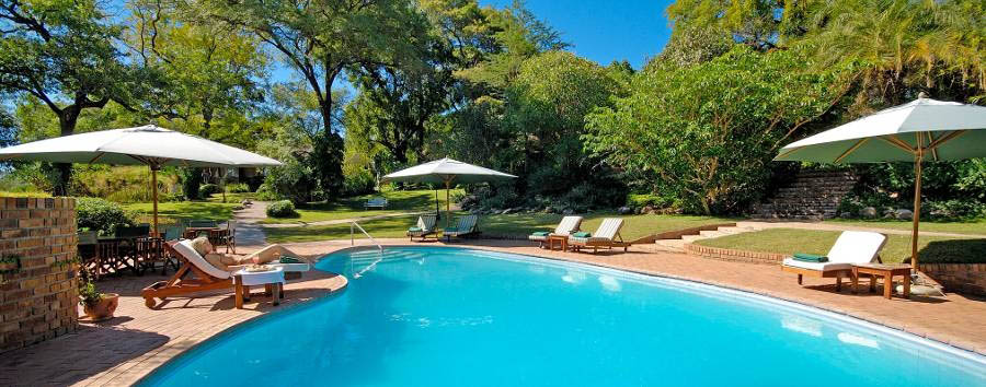 Zimbabwe, Victoria Falls à la carte - Zimbabwe Stanley & Livingstone hotel pool