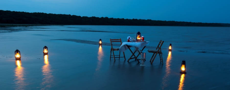 Makakatana+Bay+Lodge+-+Romantic+candlelight+private+dinner