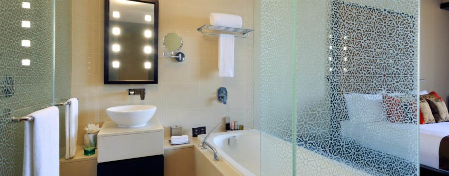Southern Sun Abu Dhabi - Deluxe Room Bath & Shower