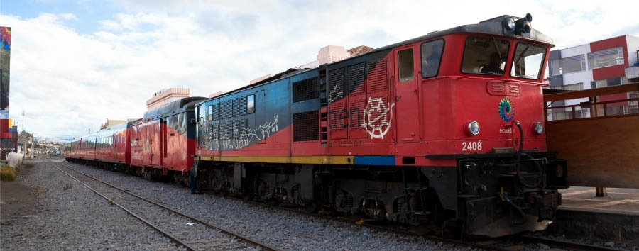 Tren+Crucero+-+View+of+The+Electric+Locomotive+%C2%A9+Tren+Ecuador