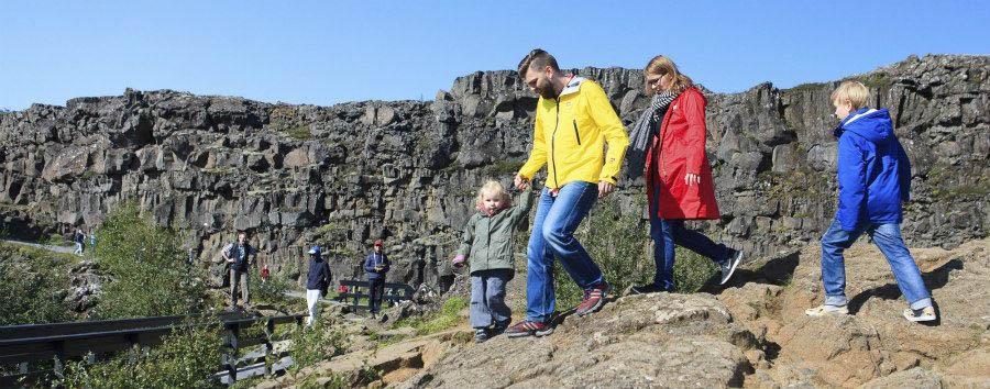 Islanda per giovani esploratori - Iceland Family in Thingvellir National Park - Courtesy of Iceland Travel