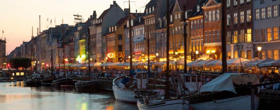 Le Capitali del Nord - Denmark Copenhagen, Nyhavn Canal at Sunset © Kim Wyon/VisitDenmark