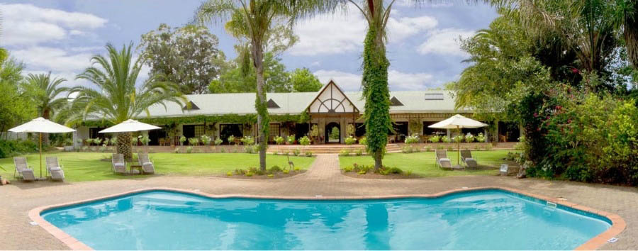 Hlangana+Lodge+-+Hotel+Exterior+and+Pool+Area