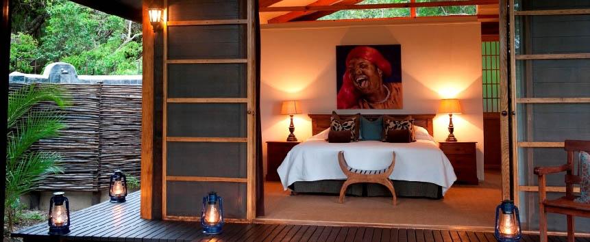 Makakatana Bay Lodge - Suite exterior at dusk