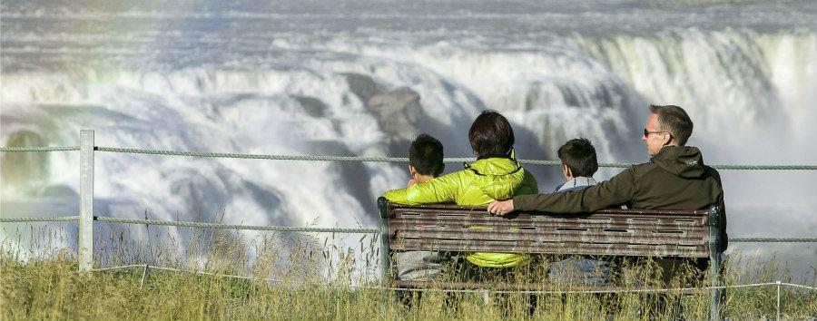 Islanda per giovani esploratori - Iceland Family at Gullfoss - Courtesy of Iceland Travel