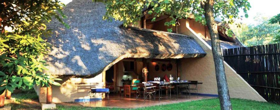 La savana a misura di famiglia - Zimbabwe Lokuthula Lodge exterior view