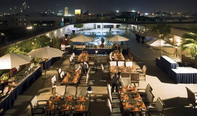 Mövenpick Hotel Bur Dubai, Restaurant at Night - Dubai
