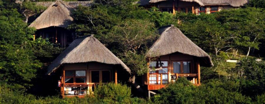 Vilanculos Beach Lodge - Exterior view of chalets