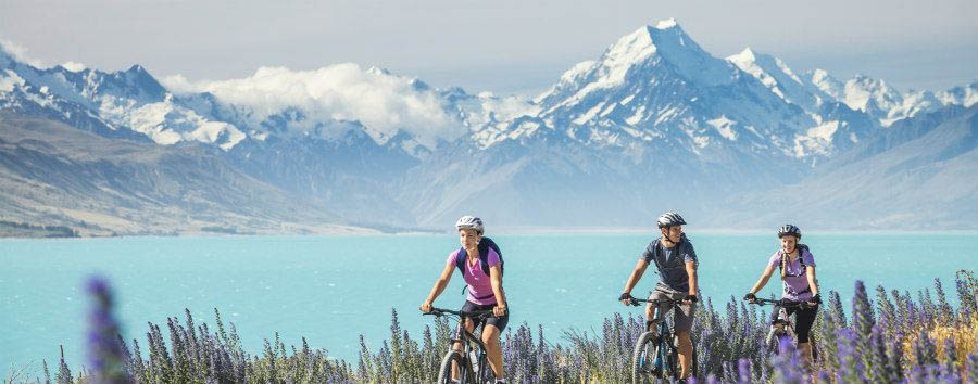 Nuova Zelanda, la Terra di Mezzo - New Zealand Cycling near Lake Pukaki © Miles Holden/Tourism New Zealand