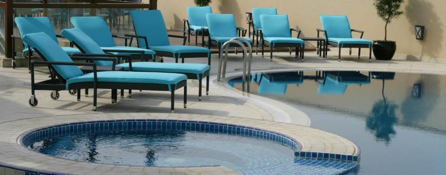 Auris Plaza Hotel - Swimming pool at night