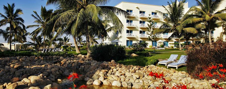 Hilton Salalah - Hotel exterior with garden