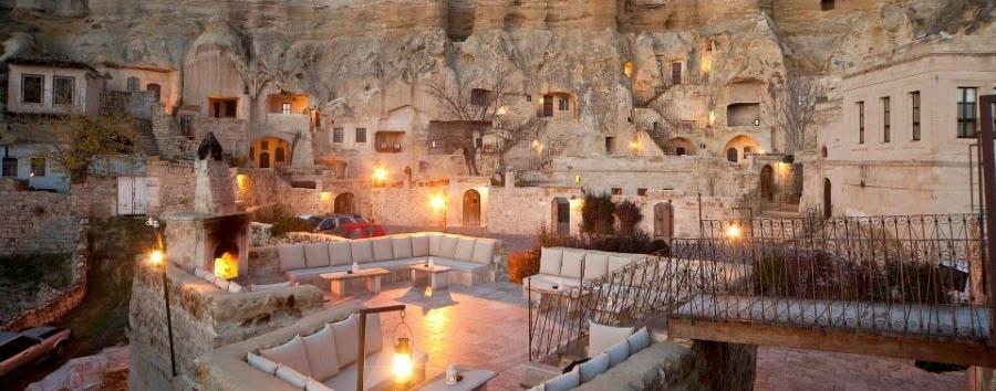 I paesaggi surreali della Cappadocia - Turkey, Cappadocia Yunak Evleri - Hotel Exterior by night
