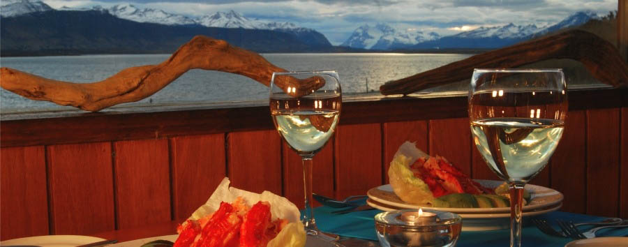 Weskar+Patagonian+Lodge+-+Dining+outside