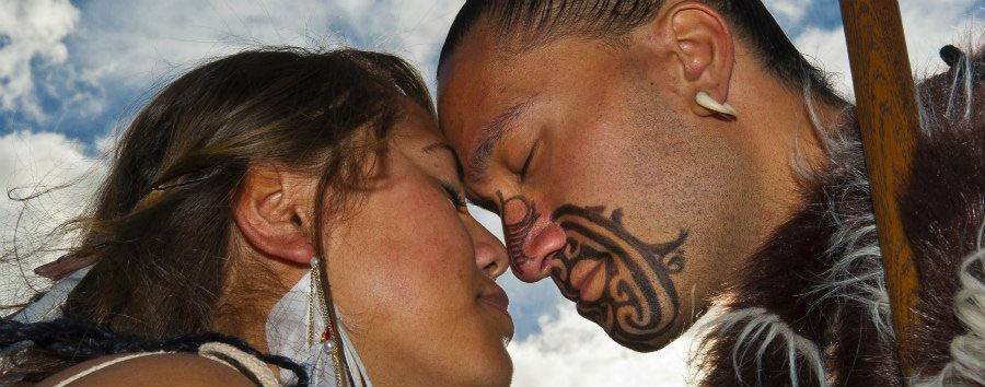 Benvenuti a Aotearoa - New Zealand Rotorua, Hongi Greeting © Blaine Harrington/Tourism New Zealand