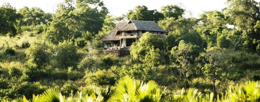Tanzania del Sud, Selous à la carte - Tanzania Beho Beho Camp, Bailey's Banda Exterior