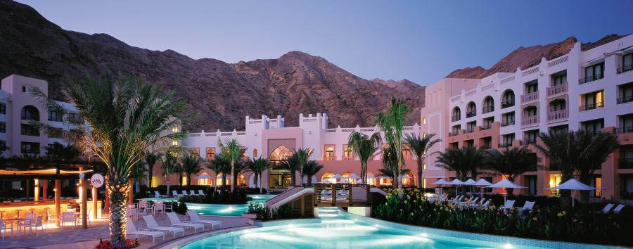 Alla scoperta dell'Oman - Oman Shangri-La Al Waha pool by night
