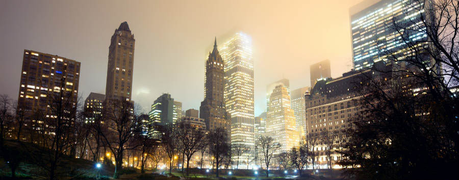 Scintillante New York - New York Skyline at mist © dibrova/Shutterstock