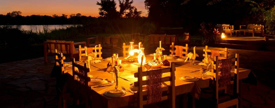 Kanyemba Lodge - Dining area by night