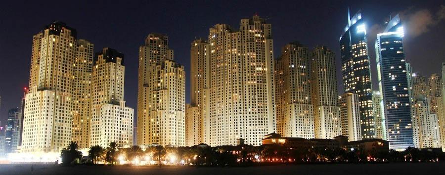 Dubai, mare a Meydan Beach - Dubai City Skylines by Night