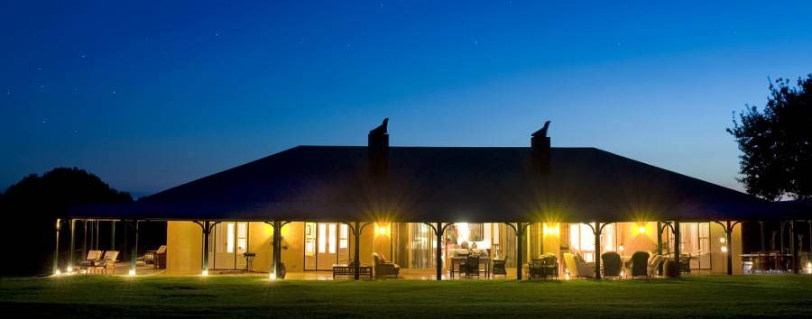 Samara - Karoo Lodge - Lodge by moonlight