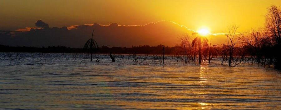 Puerto Bemberg: aria, luce e giungla - Argentina Sunset on the Paraná River