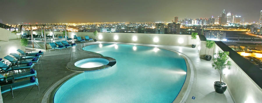 Auris Plaza Hotel - Pool view by night