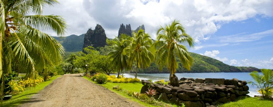 Crociera inusuale nelle Isole Marchesi - Marquesas Islands Towards the Atuona Village - Hiva Oa Island