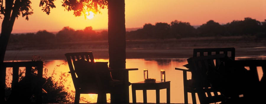 Le gemme dello Zambia - Zambia Nkwali Camp, Sundowner at the bar
