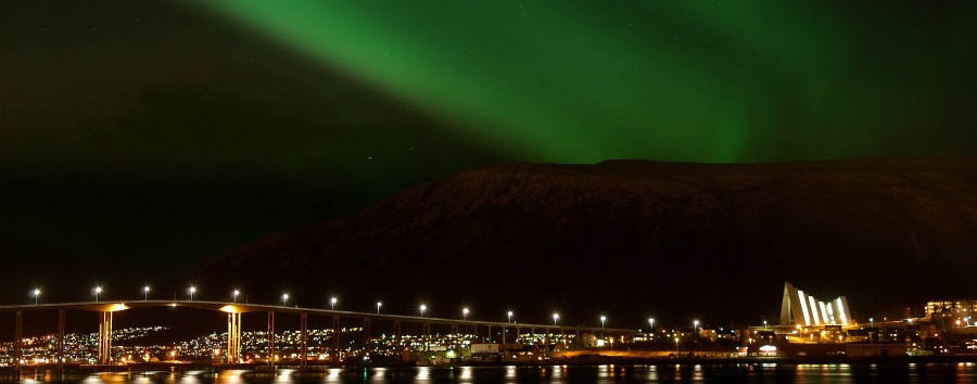 Magia Artica - Norway Northern Lights above Tromsø © Gaute Bruvik - Visitnorway.com
