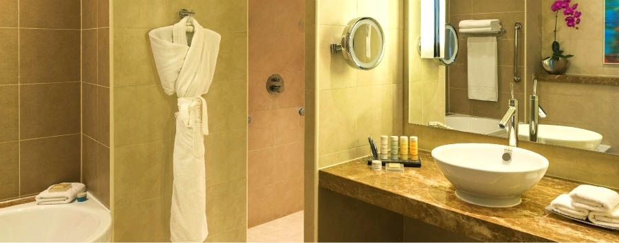 Radisson Blu Yas Island - Standard room bathroom