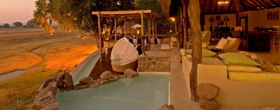 Sanctuary Puku Ridge Camp - Lounge and pool