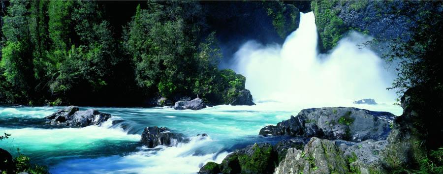 Huilo Huilo: la foresta delle fate - Chile Huilo Huilo, Waterfall