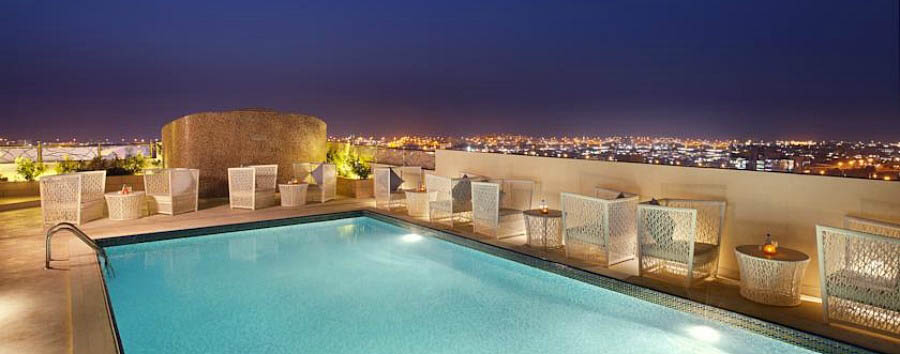 DoubleTree+by+Hilton+Ras+Al+Khaimah+-+Rooftop+Swimming+Pool+at+Night