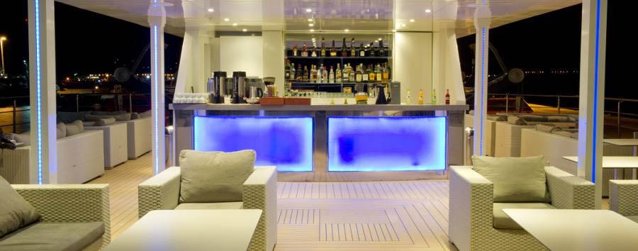 Variety Voyager Mega Yacht - Sun deck bar