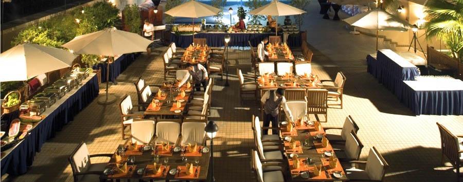 Mövenpick Hotel Bur Dubai - Poolhouse Restaurant