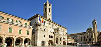 Ascoli Piceno: tradizione ascolana tra olive, ricamo e ceramica