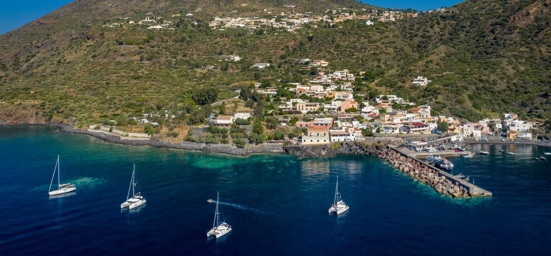 Eolie: a picco sul mare sull'Isola di Salina